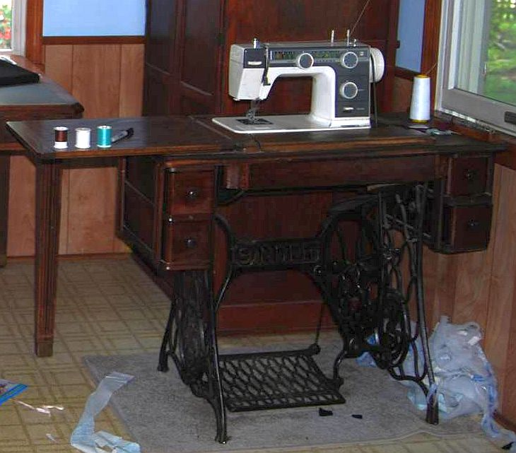 Modern treadle sewing machines - Sewing Forum - GardenWeb